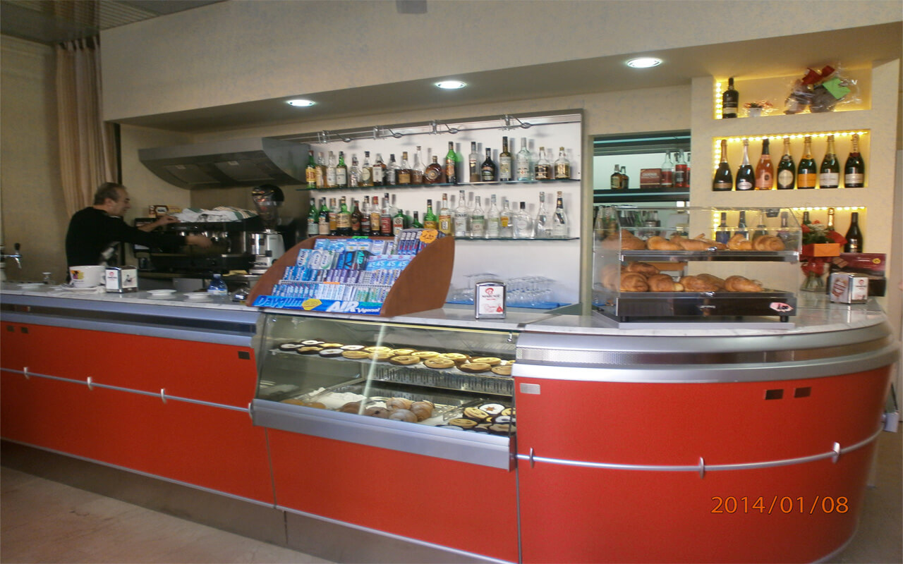 Centro vetrine inox foto arredamenti negozi food bar for Food bar borca