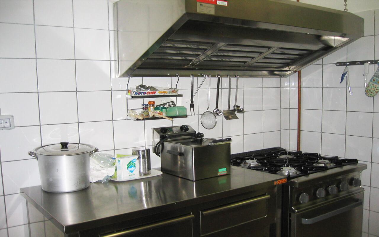 Vetrine Per Cucine: Vetrine per cucina home design ideas. Cucina con ...