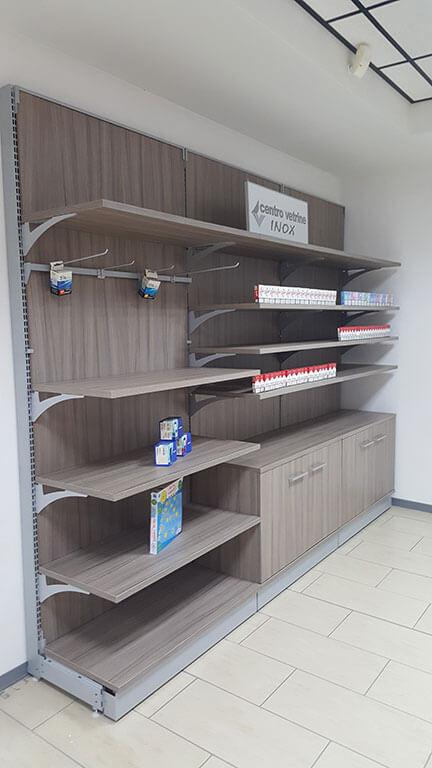 Retrobanco tabaccheria in legno shorewood da 300 in for Montaggio arredamenti negozi