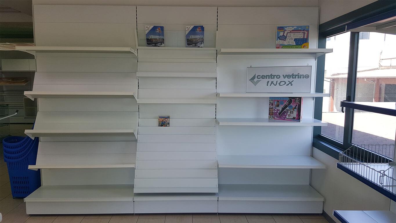 Scaffale cartoleria bianco da 340 in pronta consegna for Montaggio arredamenti negozi