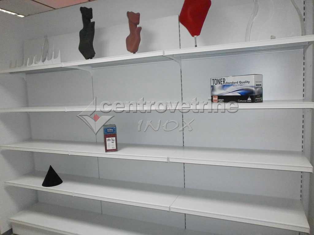 Scaffale in ferro per negozio da mt 3 00 con base 50 e for Bianchi arredamenti firenze
