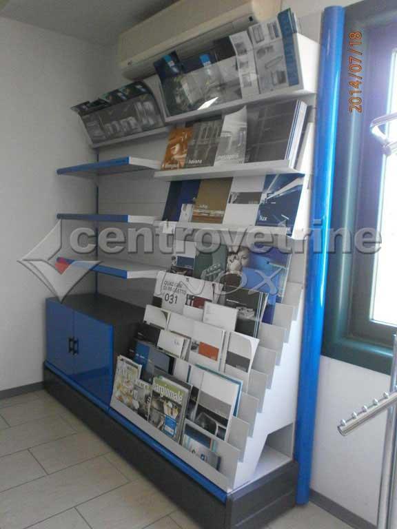 Scaffale cartoleria blu per riviste da 207 for Arredamento per cartoleria