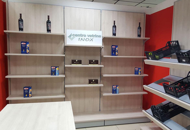 Arredamenti per negozi banchi e vetrine neutre e refrigerate