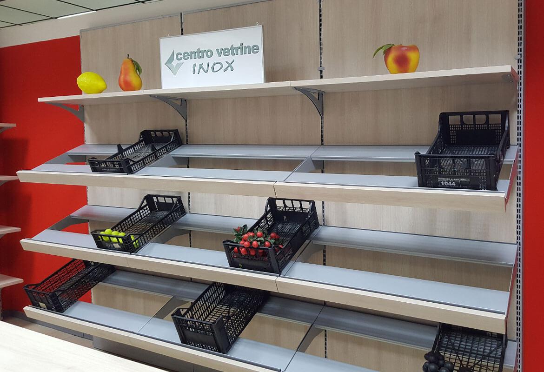 Arredamenti per negozi banchi e vetrine neutre e refrigerate for Arredamento vetrine
