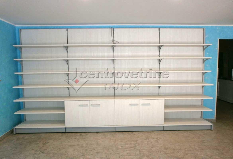 Arredamenti per negozi banchi e vetrine neutre e refrigerate for Arredo tabaccheria