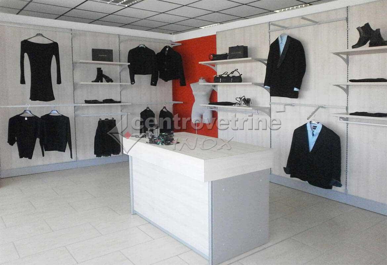 Arredamento abbigliamento rovere crema for Vendita pallet per arredamento