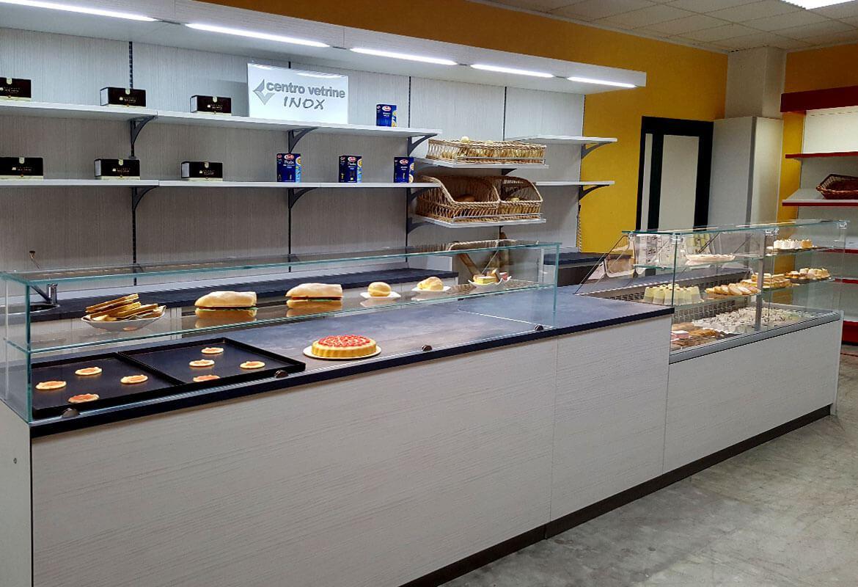 Banco cassa con banco pizza e banco refrigerato da mt 4 for Arredamento pasticceria prezzi