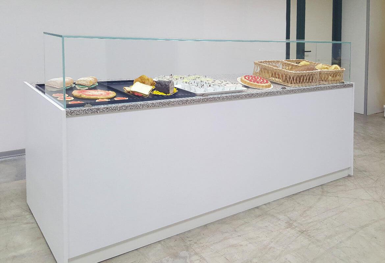 Arredamenti per negozi banchi e vetrine neutre e refrigerate for Sev arredamenti