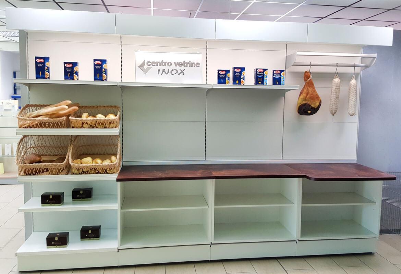 Scaffalature Per Negozi Alimentari.Arredamenti Per Negozi Banchi E Vetrine Neutre E Refrigerate